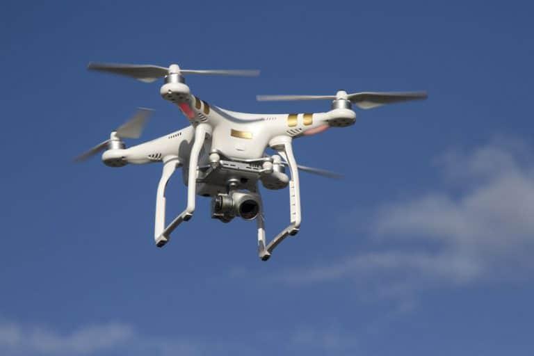 Imagem de drone voando.