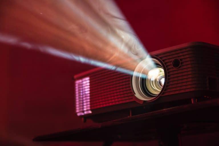 Imagem de projetor ligado.
